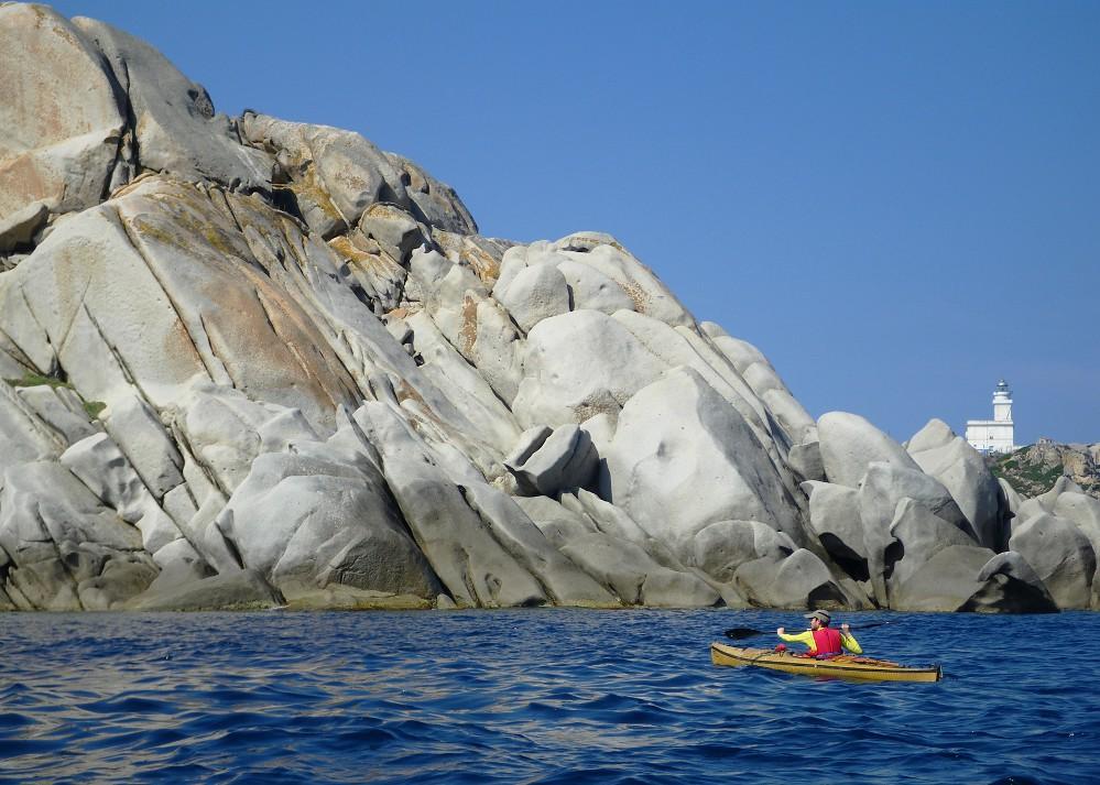 Capo Testa - Faro e scogliere granitiche della costa nord.
