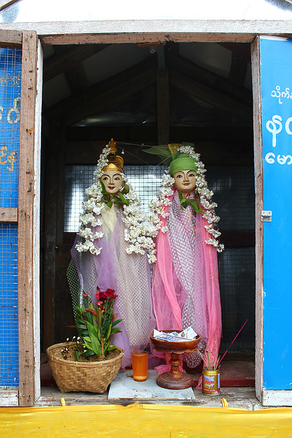 A small shrine on the way to Mount Popa