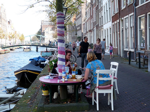 Gezellige canalside lunch