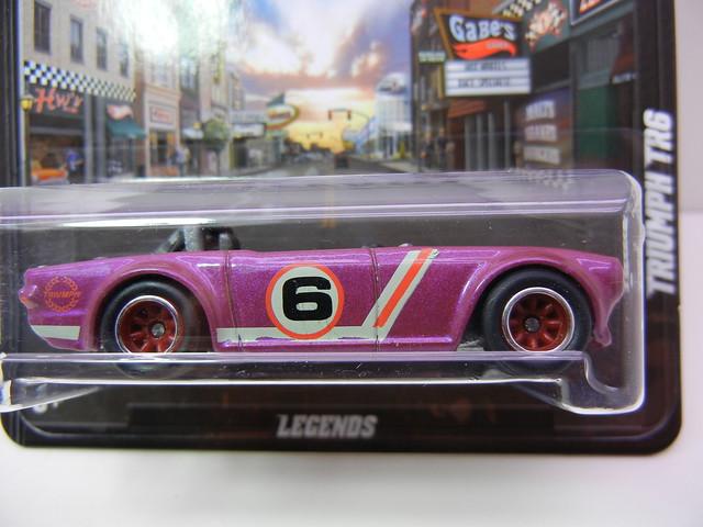 hot wheels boulevard triumph tr6 (2)