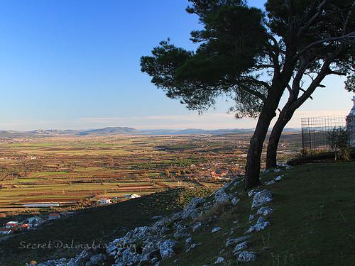 Views from Vrcevo to Vransko jezero lake and all the way to Dinara mountain near Bosnia!