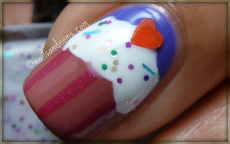 Cupcake Nails - Middle Finger
