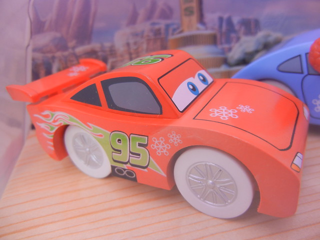 TOYS R US EXCLUSIVE WOODEN DISNEY CARS CHRISTMAS  (6)
