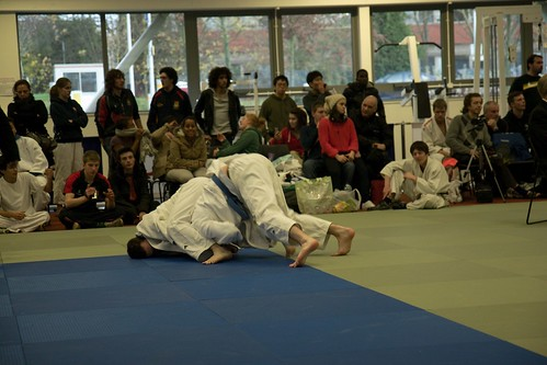 Andrew trying to follow up his waza-ari on the ground
