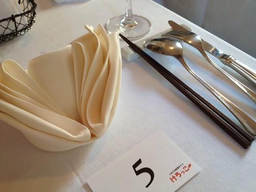 テーブルはセッティング済み@けろっっこ岩手食材×値決め食堂