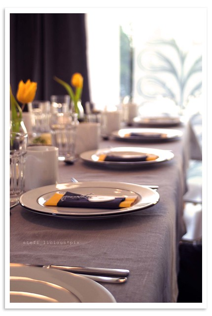 table_grey+yellow