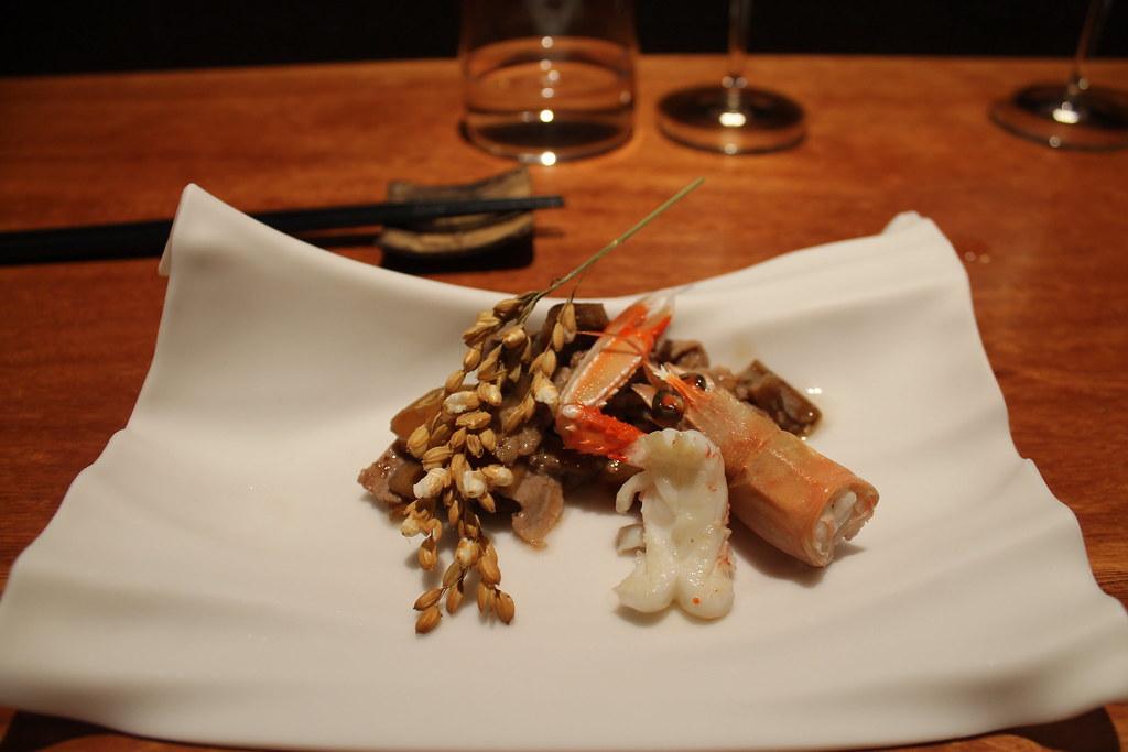 Rovellones y secreto ibérico a la brasa con palomitas de arroz