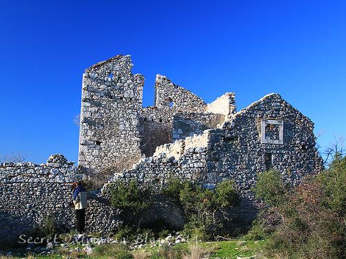 Abandoned houses of Pedišić family near Tinj