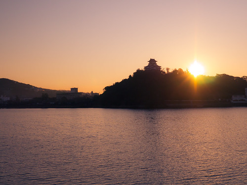 Sunrise from Inuyama castle by tantake