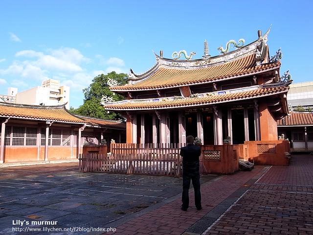 尼不管到哪裡,只要知道那邊有孔廟,他就一定要去看一下。因為他的關係,我也跟著看了好幾座孔廟。