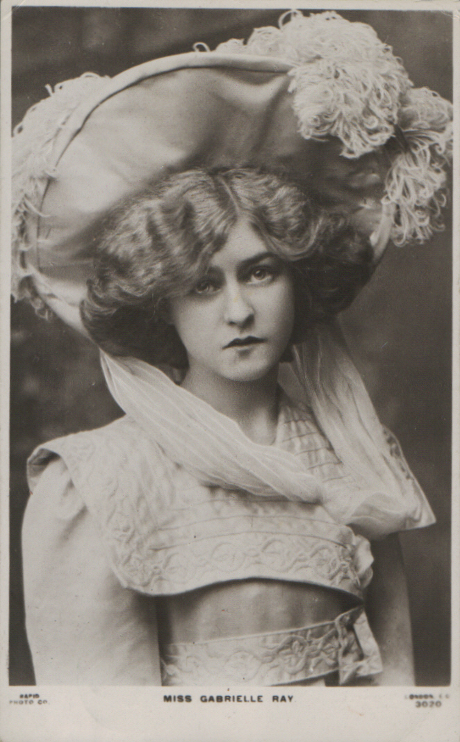 Actress Gabrielle Ray?s hairstyle fits her large decorated hat 1906 ...