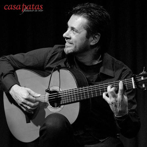 Fernando de la Rua a la guitarra. Foto: Martín Guerrero
