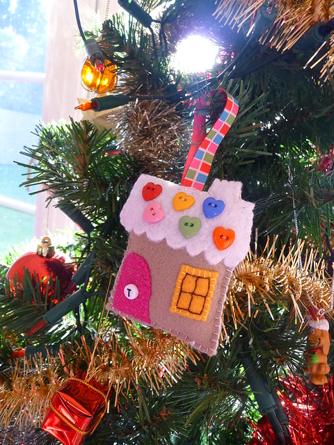 Very Berry Scrappy Christmas Ornament Swap - Gingerbread House