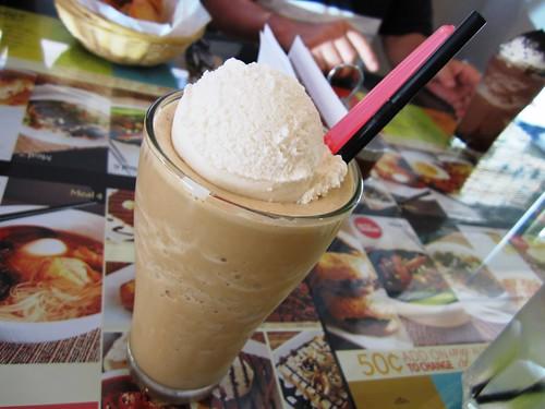 White coffee with ice cream