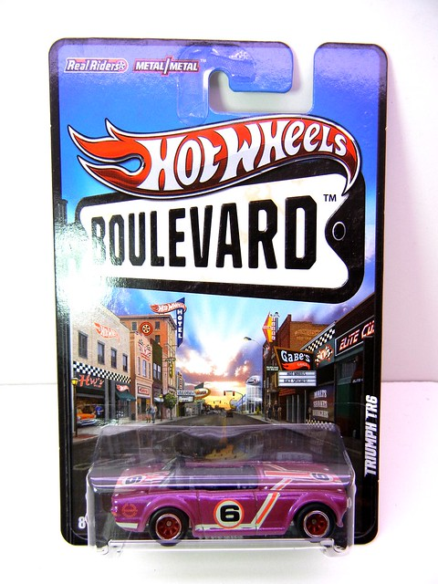 hot wheels boulevard triumph tr6 (1)