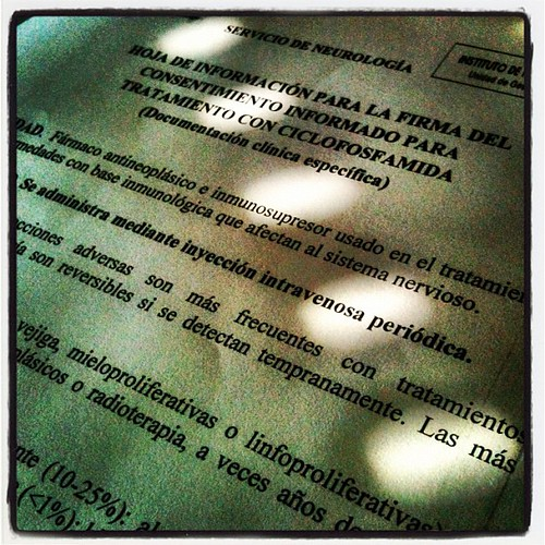 Firma del consentimiento para tratamiento con ciclofosfamida
