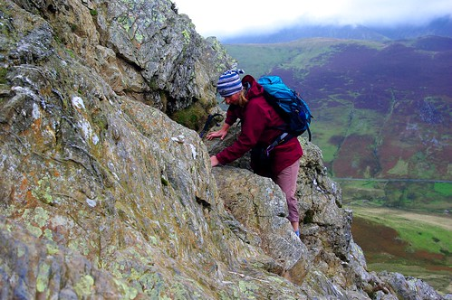20110923-07_Climbing through Crag Line on ridge to Robinson by gary.hadden