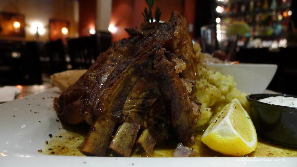 Dinakis Mediterranean Grill 00018
