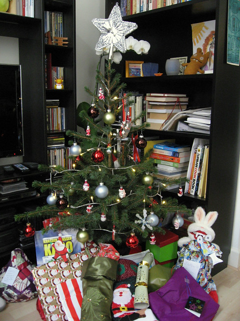 Christmas tree, pre-opening presents