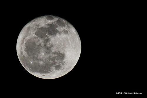 The Full Moon by skhimsara