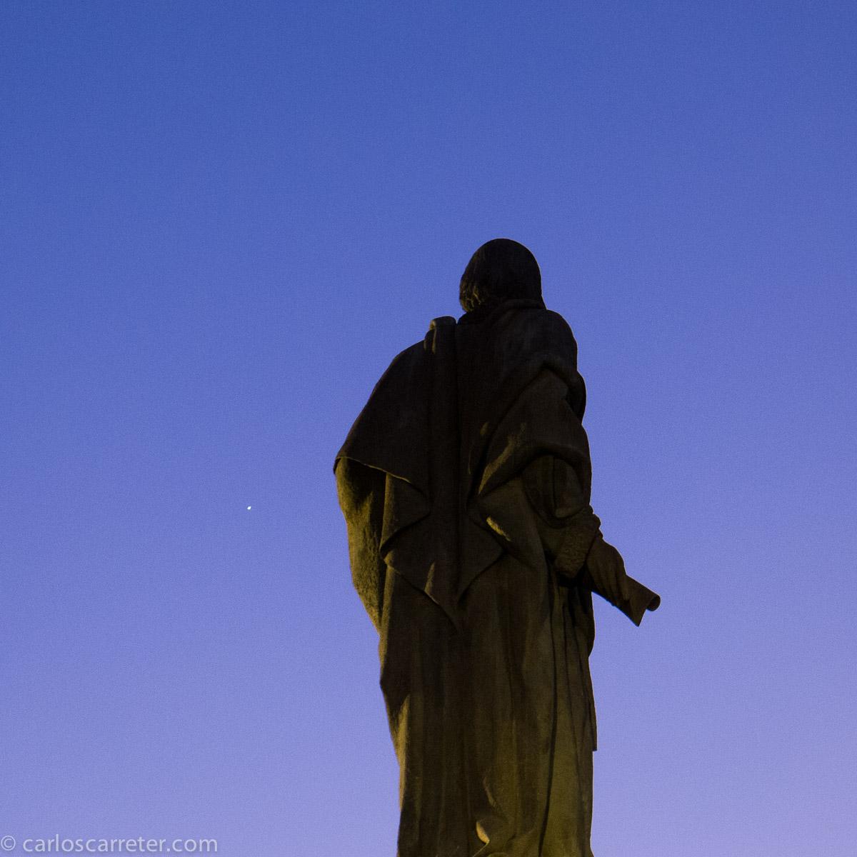 El rey católico mirando al planeta