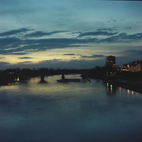 Pavia - il Ponte dell'Impero intravisto dal Ponte Coperto