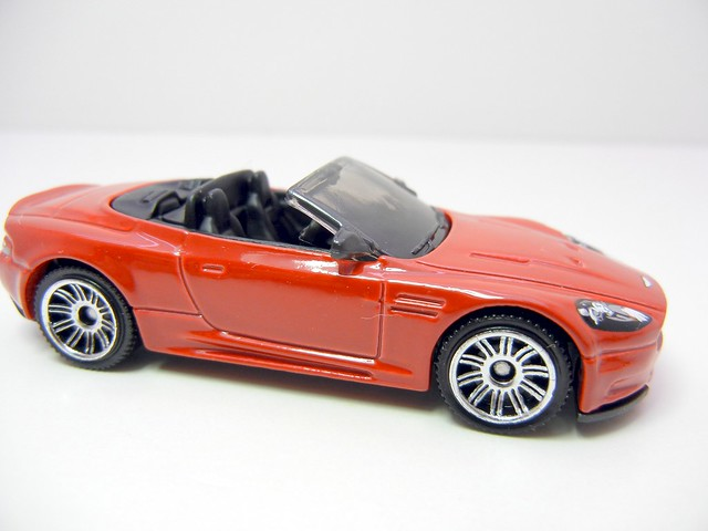 MATCHBOX ASTON MARTON DBS VOLANTE RED (2)