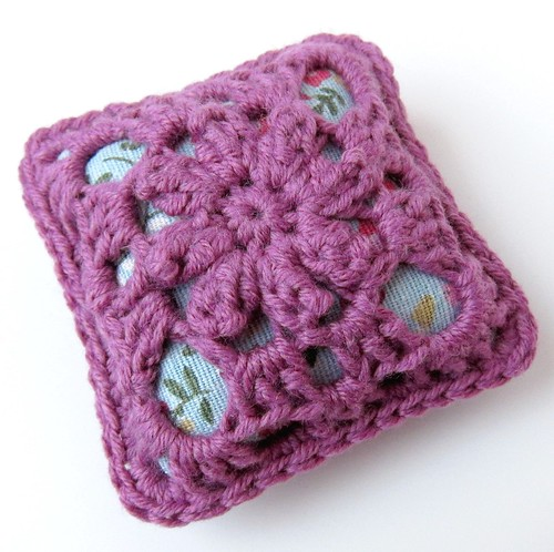 Crochet granny square and linen pincushion free tutorial