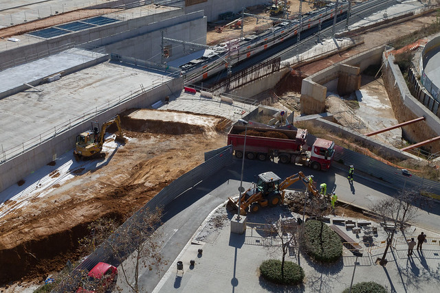 Trabajos de acceso para camiones en Josep Soldevilla con Onze de Setembre - 13-02-12