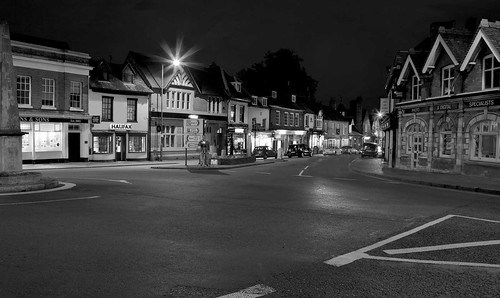 Night photography is fun. A little foreknowledge makes your night shoot easy