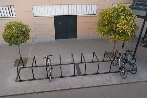 """Aparcamiento para Bicicletas con la U invertida también conocido como """"Sheffield""""."""