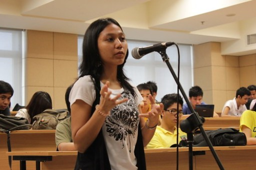 A student asking Wikimedia Philippines