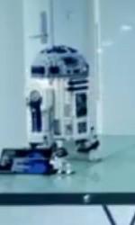 10225 R2-D2 Close Up