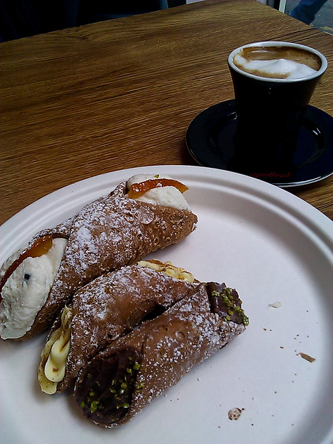 Cannoli at Aromi