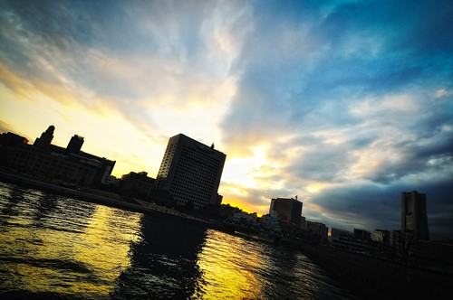 Sunset over Yokohama by hidesax