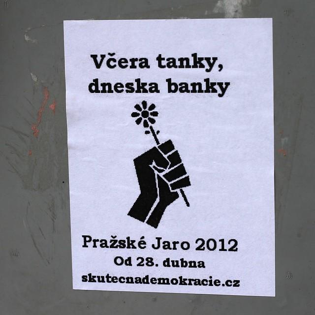 Včera tanky, dneska banky