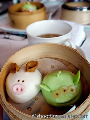 3 little pigs barbecue pork bun & little green men pork & vegetable bun