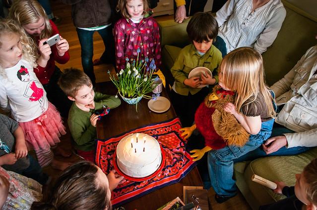 sadie's 5th birthday cake crowd 12