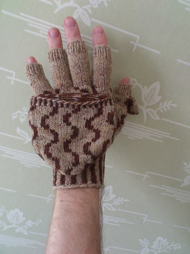 Mittens with flip top