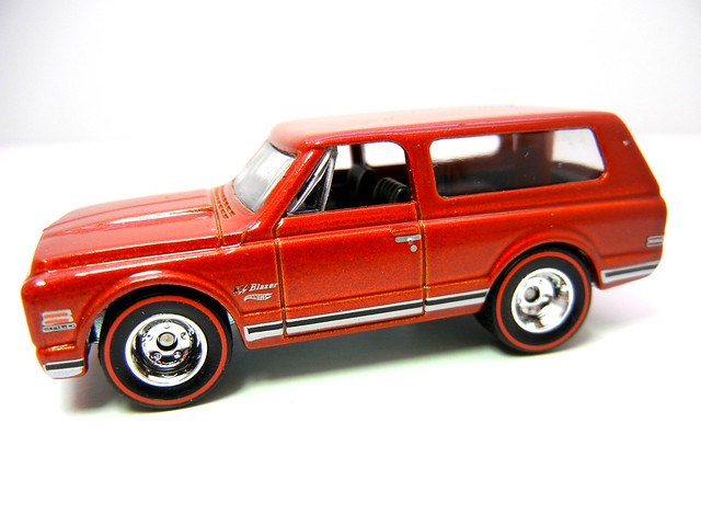 HOT WHEELS GARAGE 70'S CHEVY BLAZER RED (2)