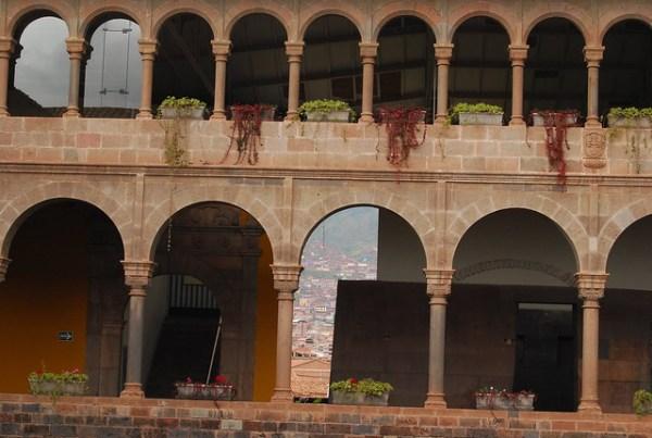 Arcadas del convento de Santo Domingo en Cusco