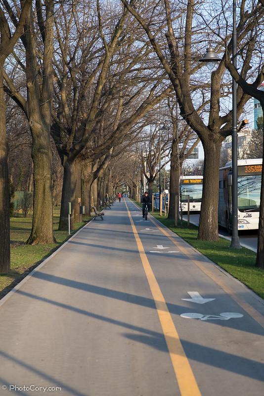trotuar cu pista de bicicleta in Bucuresti