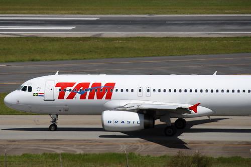 TAM | Airbus A320 @ ABGR