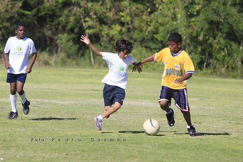 Futbol. Encuentro entre Saint Joseph y Puntacana