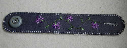 Studio Paars felt cuff embroidery vilt armband borduren