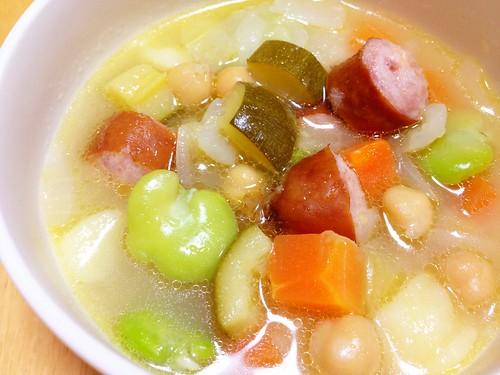 ソーセージと色々野菜のスープ