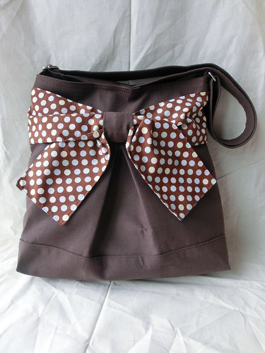 Pretty bow bag in polka brown