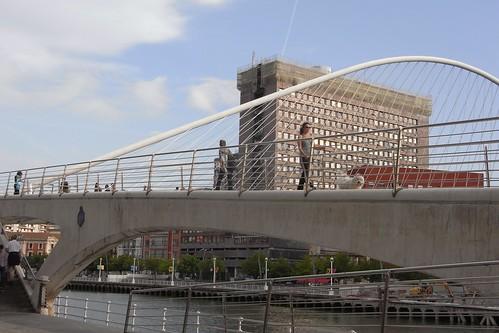 Pasarela peatonal Puente Zubizuri Bilbao
