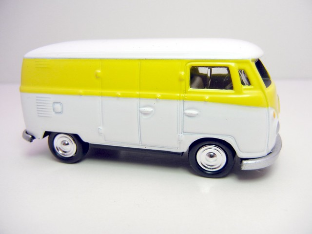 JOHNNY LIGHTNING 1965 VW TRANSPORTER WHT&YELLOW  (2)