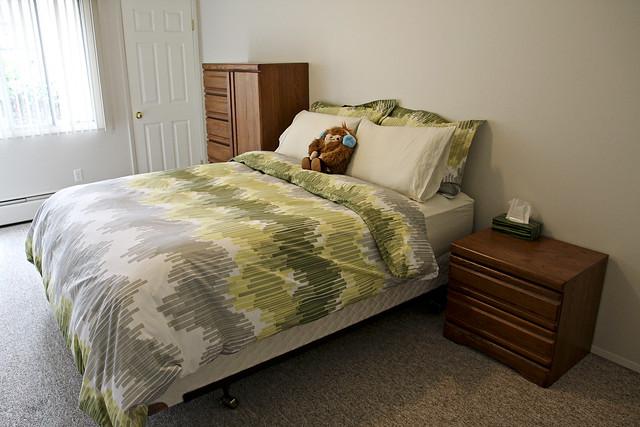 bedroom, set up